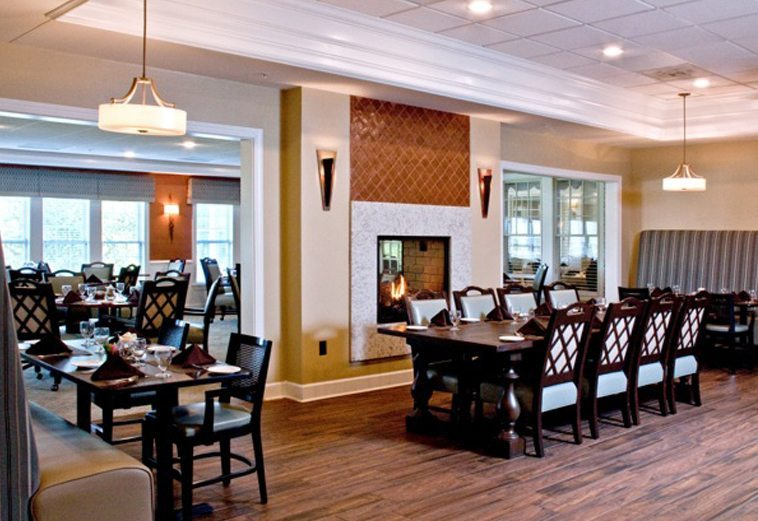 Charlotte retirement community dining room